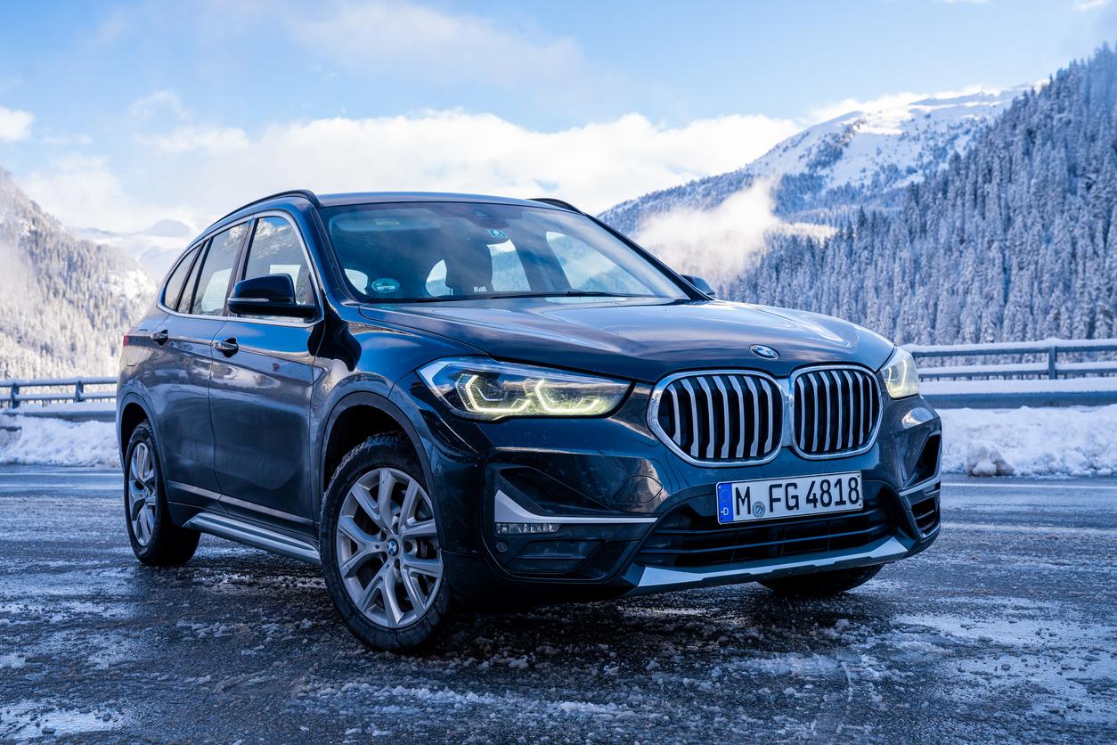 Une BMW dans la neige
