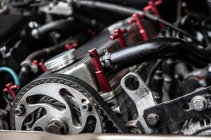 courroie de distribution sur moteur de voiture