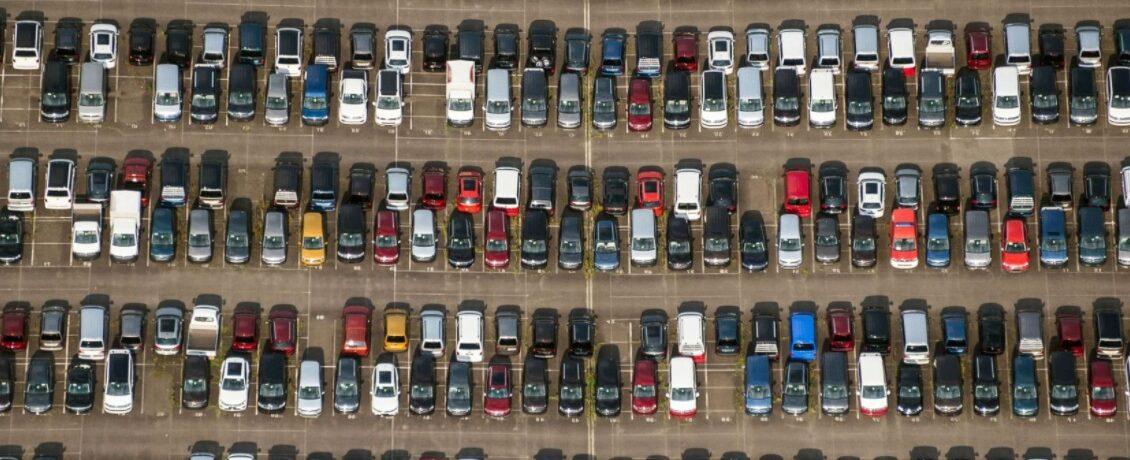 parc automobile voitures parking